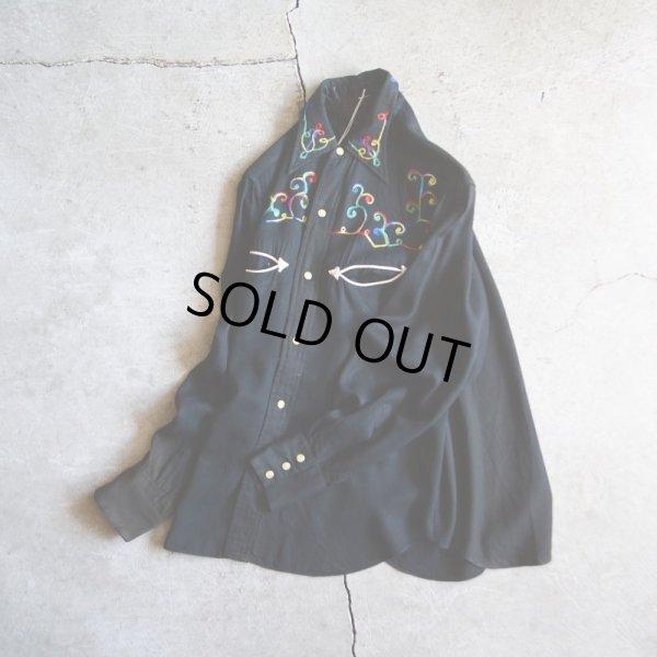 画像2: 1950s LasVegas ブラックレーヨン刺繍ウエスタンシャツ  実寸M